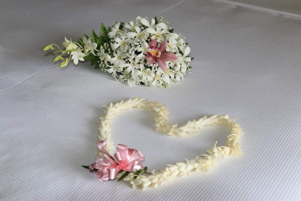 Orchideen-Brautstrauß mit hawaiianischem Leis